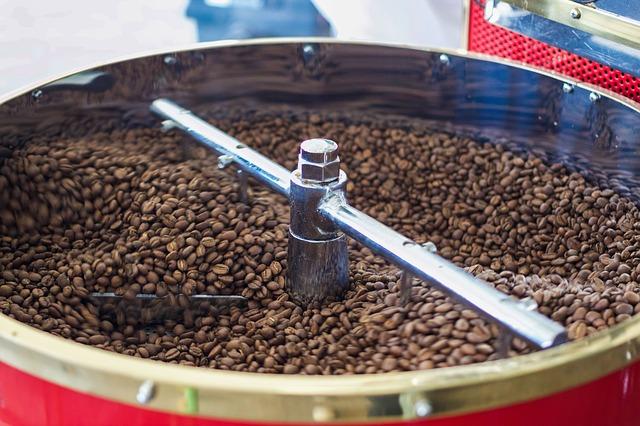 Koffiebonen in trommel